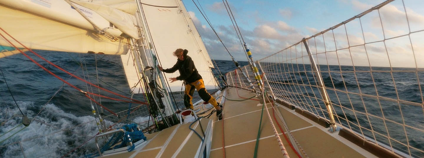 Race 7 Day 5: Headsails, tactics and hard work