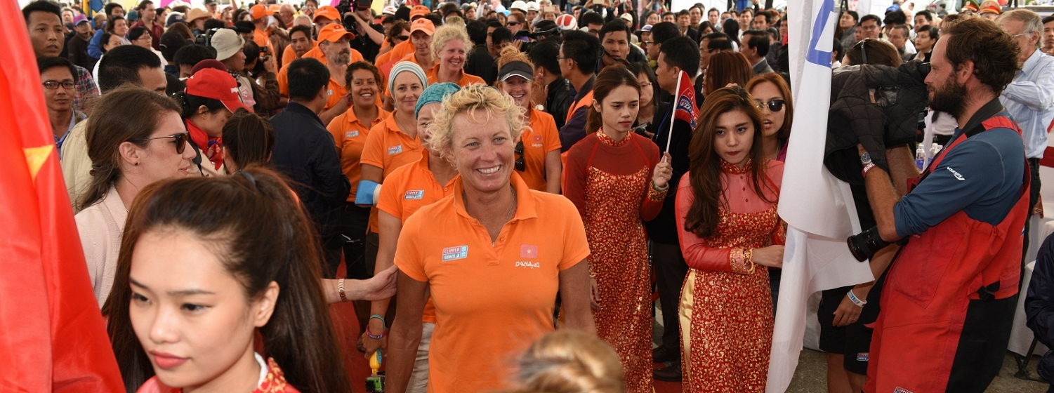 The Da Nang team arrive in Vietnam to big crowds