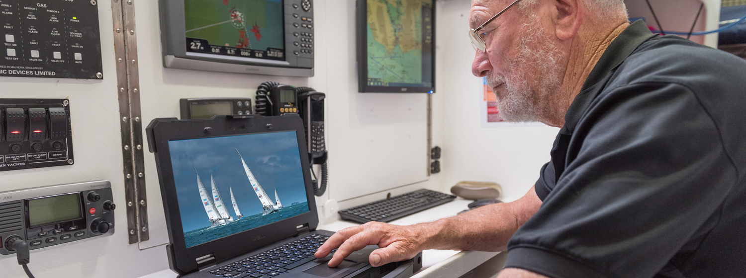 Sir Robin Knox-Johnston with the Dell Latitude 14 Rugged Extreme 14-inch notebook ©Shaun Roster