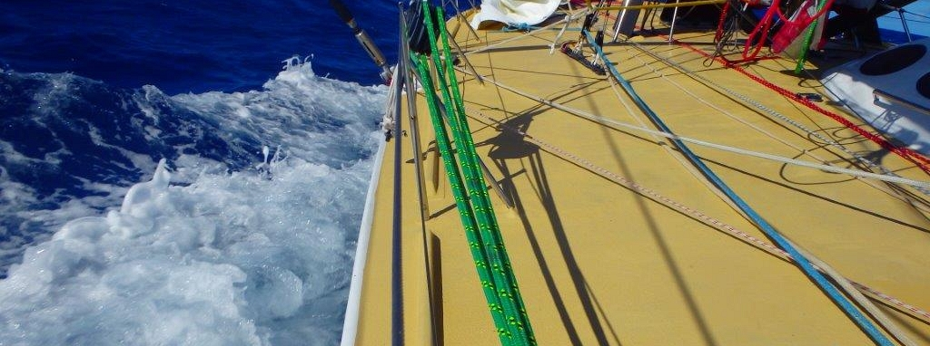 A day of steady Trade winds for Sir Robin in Route du Rhum