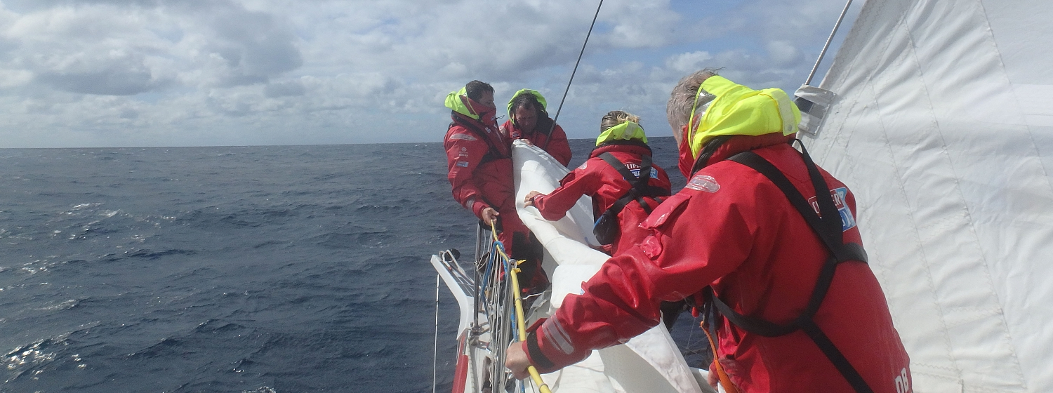 ​Race 3 Day 4: Teams seek Southern Ocean reward