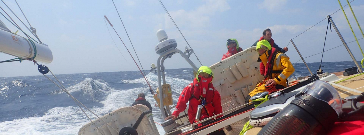 Race 9 Day 7: Teams deal with 'diabolical' sea state and unforecast low