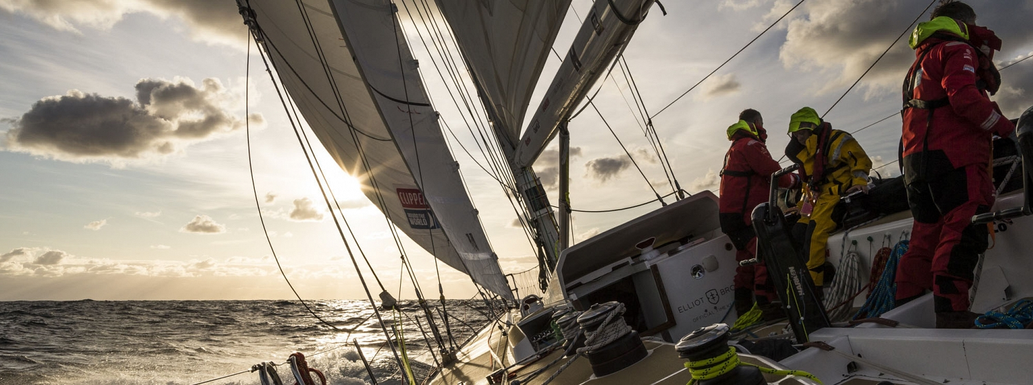 ​TIGHT MATCH RACING TO HOBART FINISH