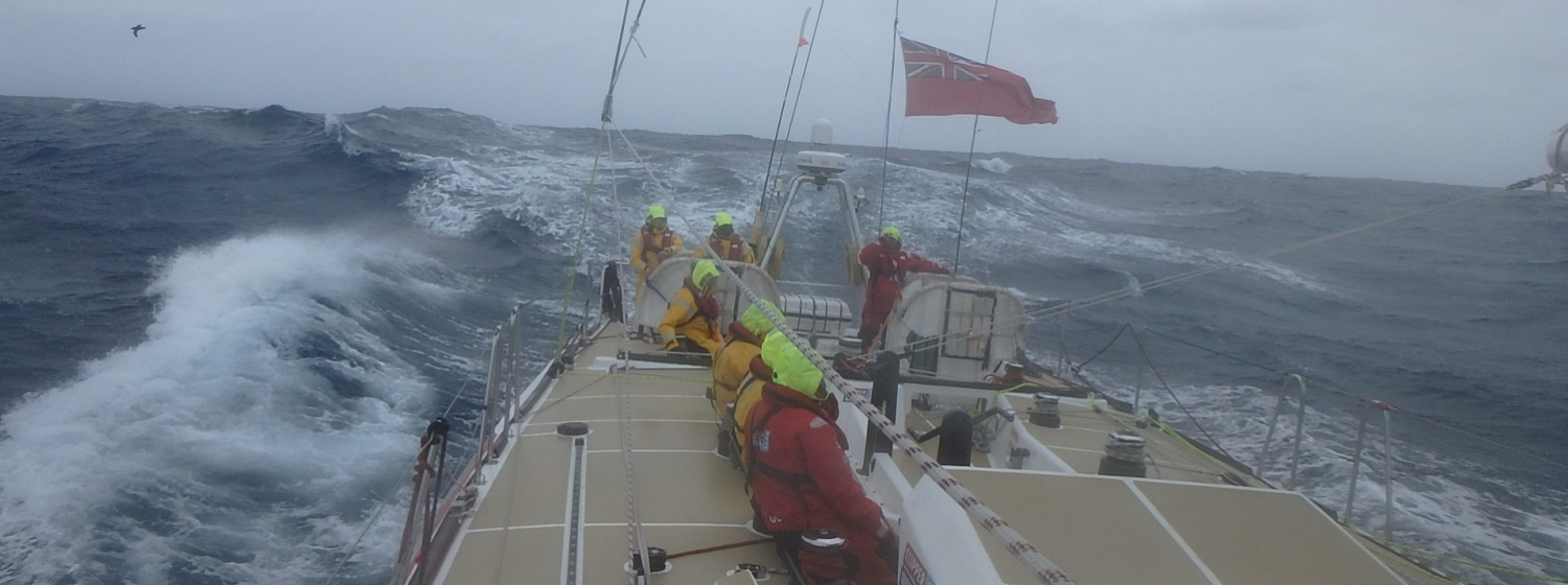 Teams race across the Southern Ocean in Race 3 The Wardan Whip